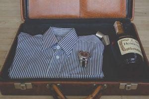 Lee más sobre el artículo Qué debe incluir la maleta de un hombre en verano