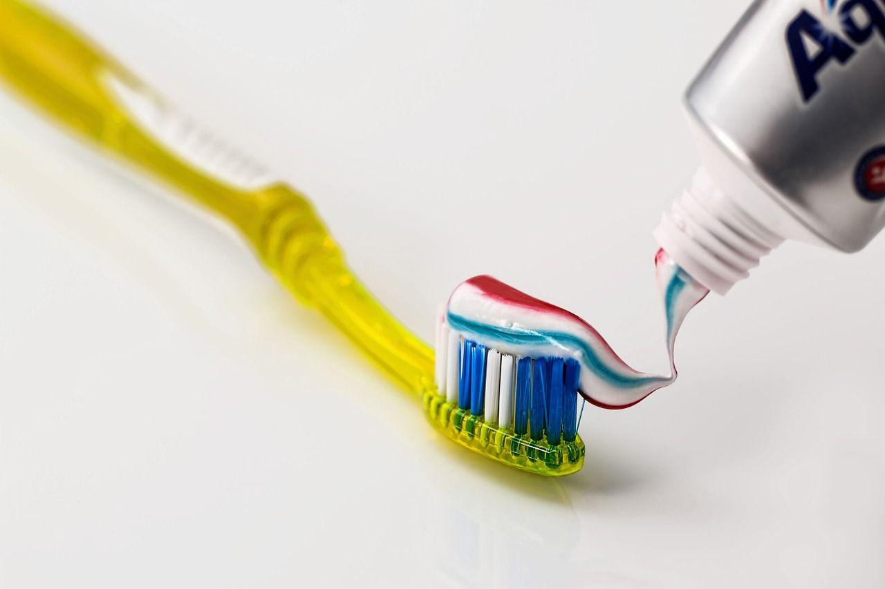 En este momento estás viendo Cepillo de dientes eléctrico vs cepillo de dientes manual